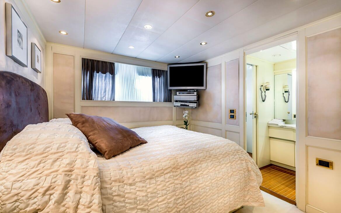 Motor Yacht Superfun guest cabin