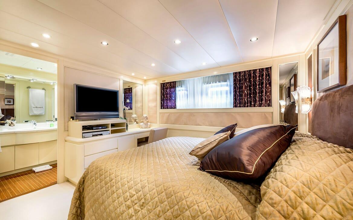 Motor Yacht Superfun master cabin