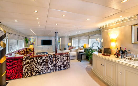 Motor Yacht Superfun saloon