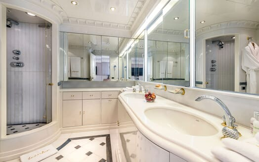 Motor Yacht Superfun master bathroom