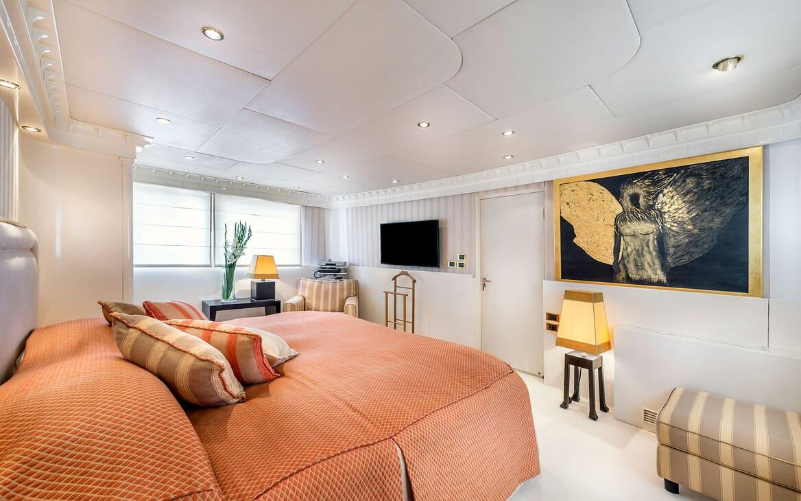 Motor Yacht Superfun VIP cabin