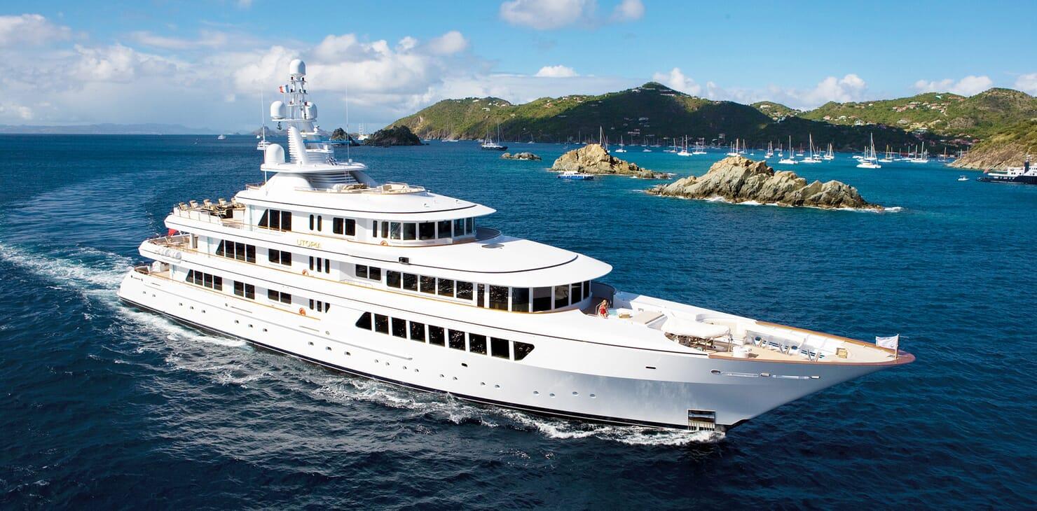 Motor Yacht Utopia cruising