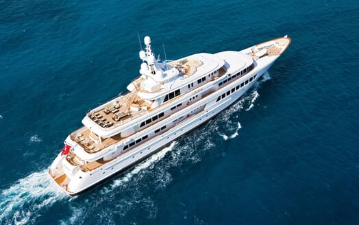 Motor Yacht Utopia underway
