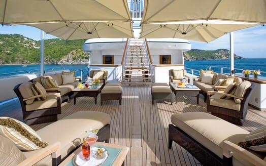 Motor Yacht Utopia sundeck