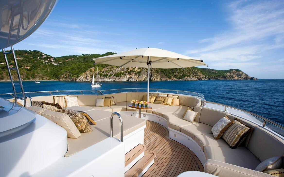 Motor Yacht Utopia outdoor seating