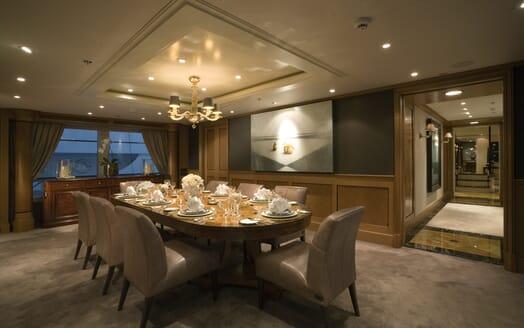 Motor Yacht Utopia dining area