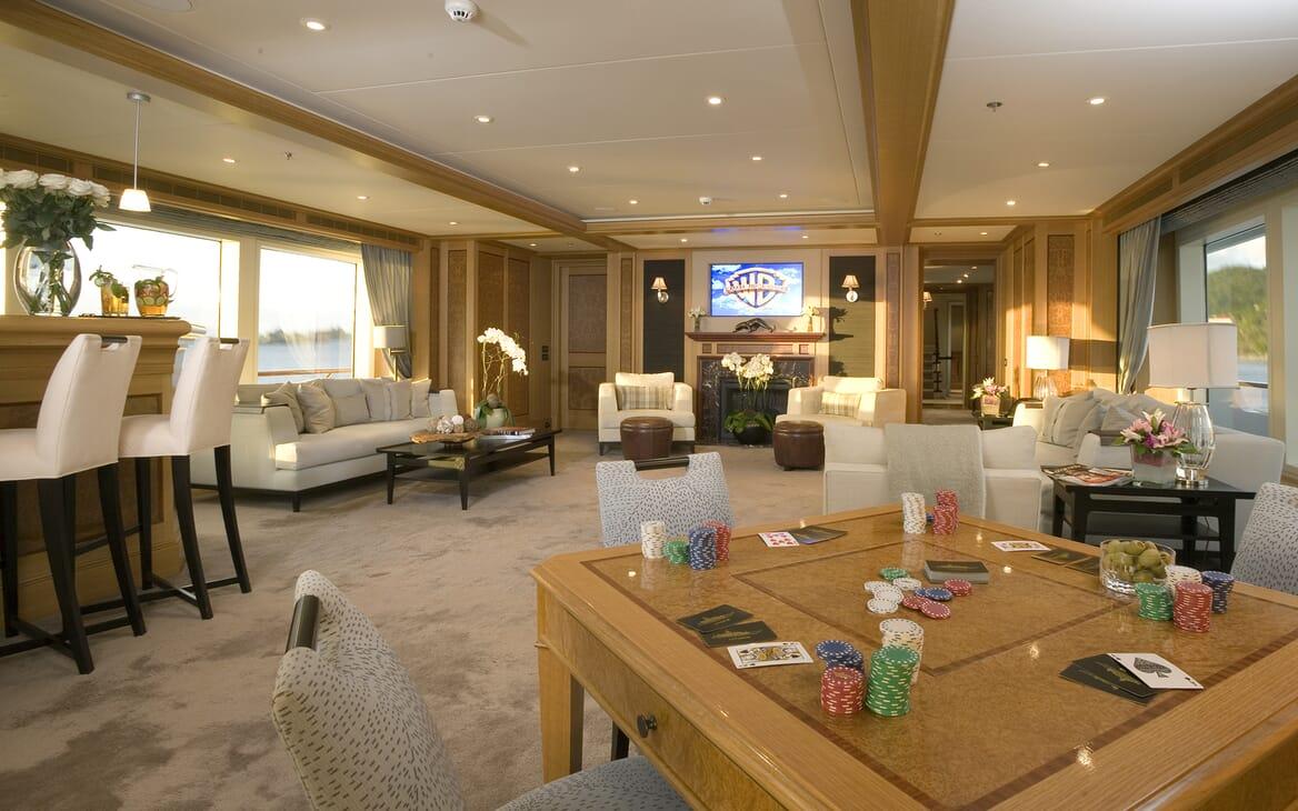 Motor Yacht Utopia salon