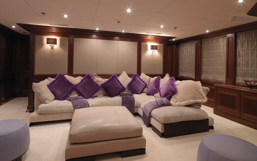 Motor Yacht My Little Violet salon
