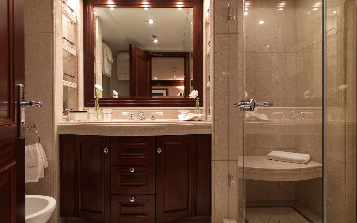 Motor Yacht My Little Violet bathroom