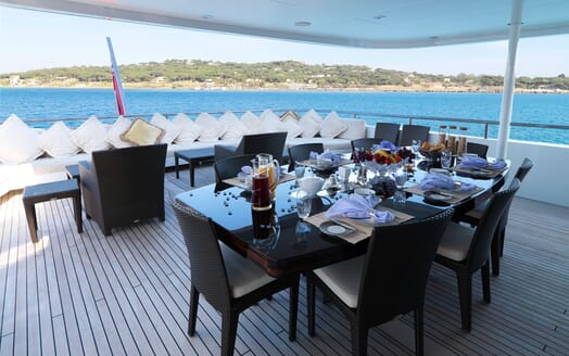 Motor Yacht My Little Violet al fresco dining