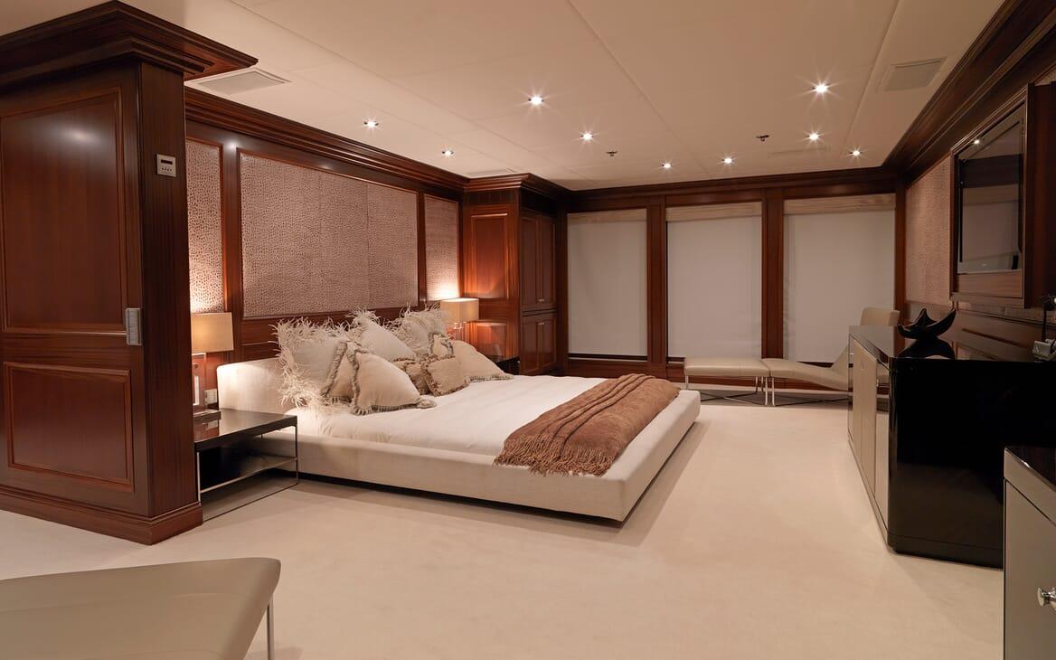 Motor Yacht My Little Violet master cabin