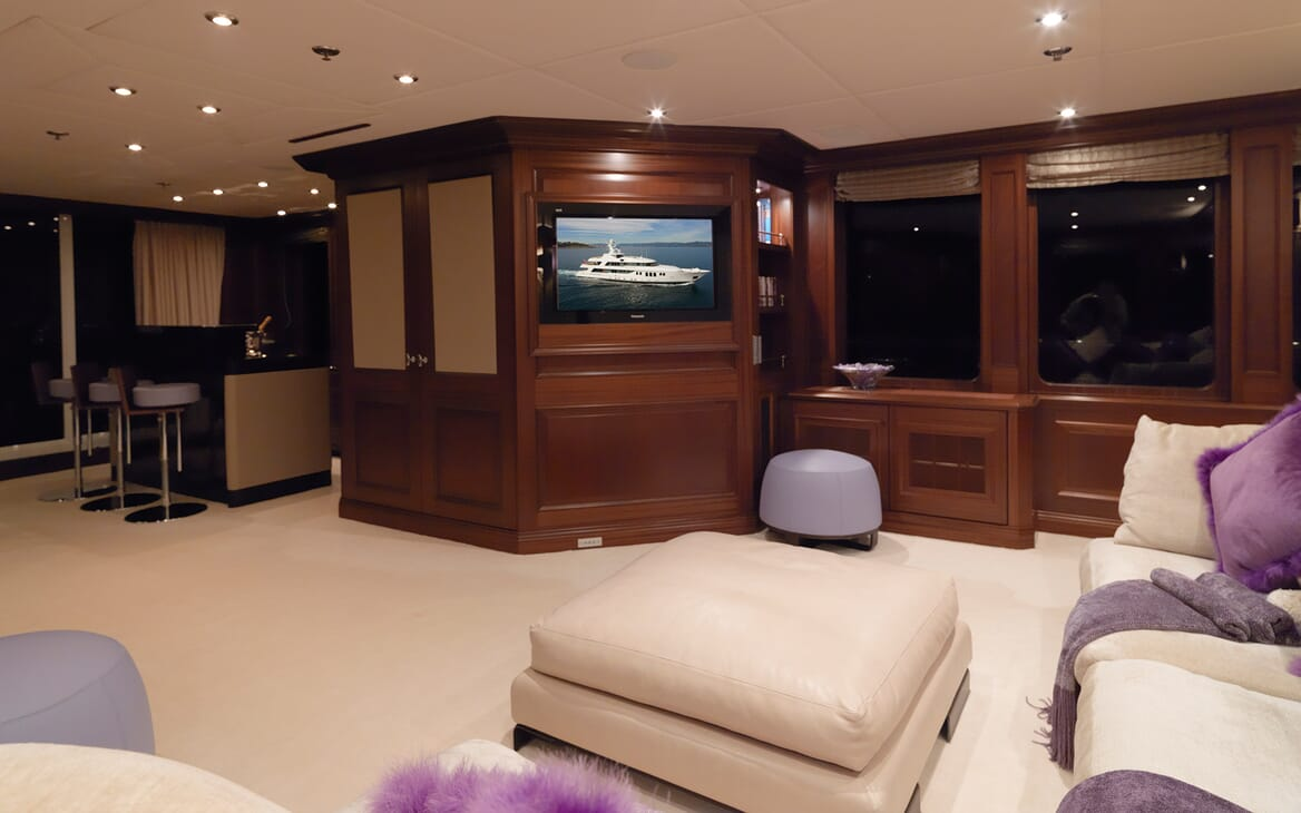 Motor Yacht My Little Violet living space