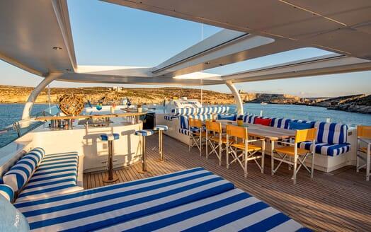 Motor Yacht Phoenix al fresco dining