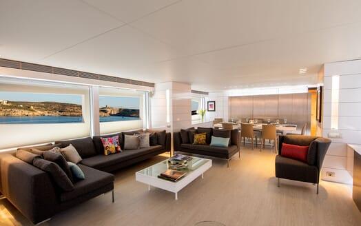 Motor Yacht Phoenix salon