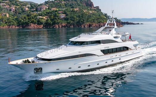 Motor Yacht DXB Profile Underway