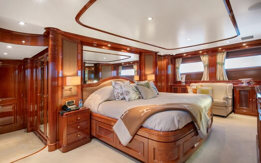 Motor Yacht DXB Master Stateroom