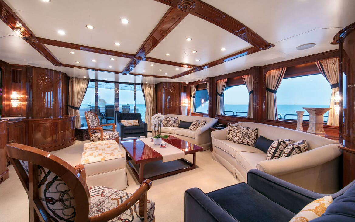 Motor Yacht DXB Main Saloon