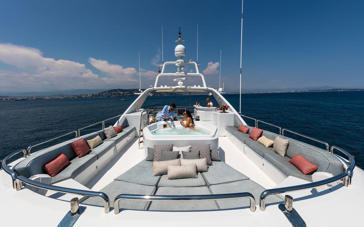 Motor Yacht DXB Sun Deck