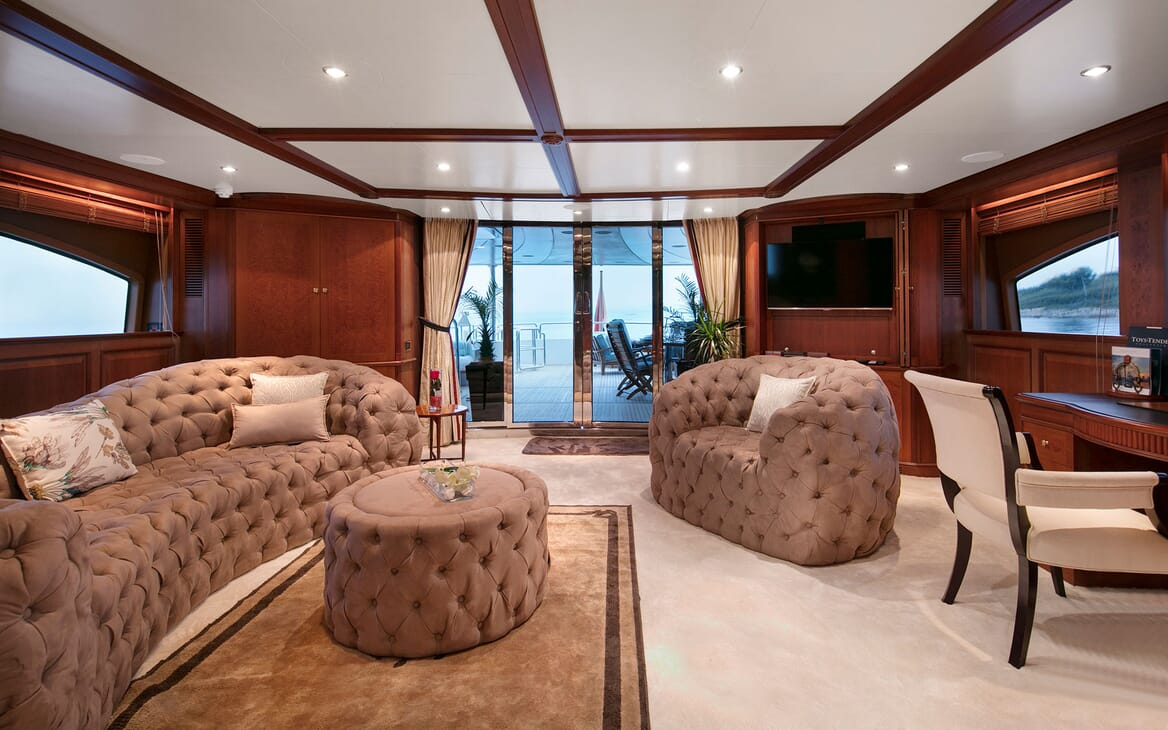 Motor Yacht DXB Second Saloon