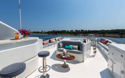 Motor Yacht DXB Sun Deck Jacuzzi