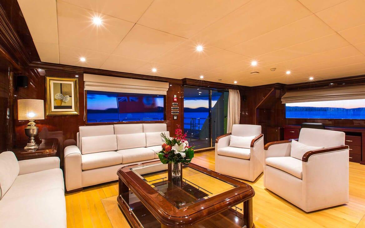 Motor Yacht Silentworld salon
