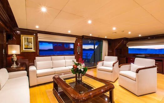 Motor Yacht Silentworld salon