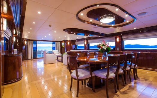 Motor Yacht Silentworld dining area