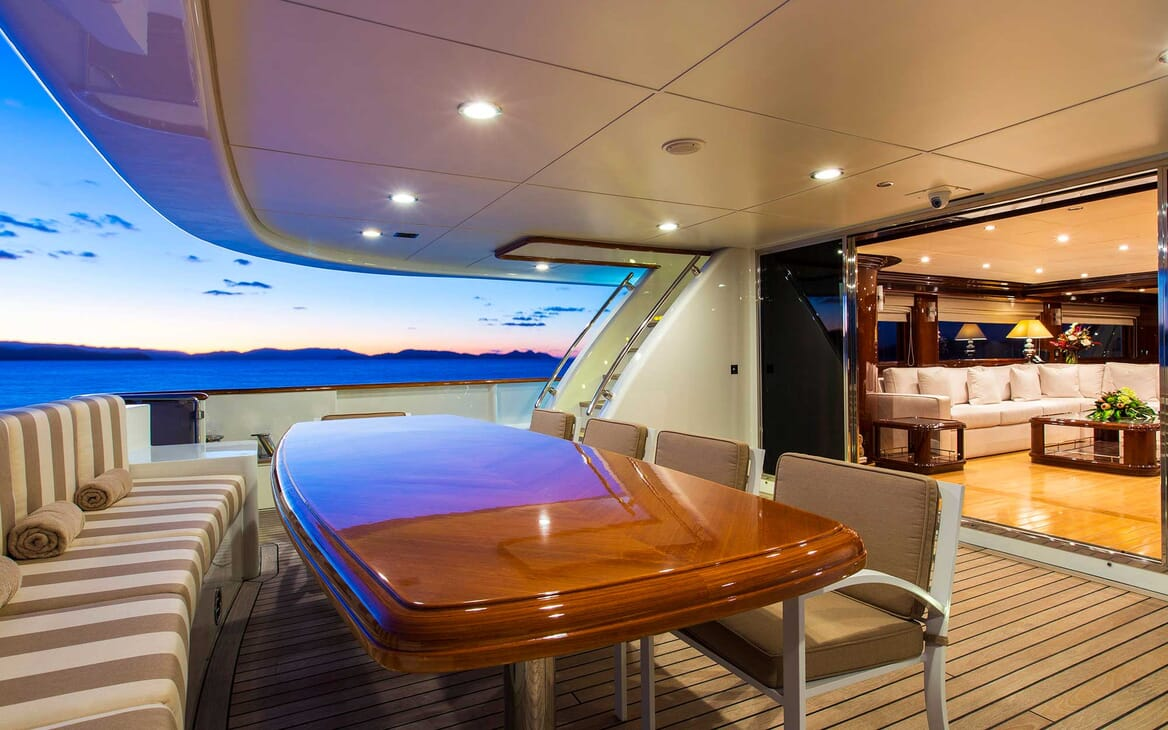 Motor Yacht Silentworld aft seating