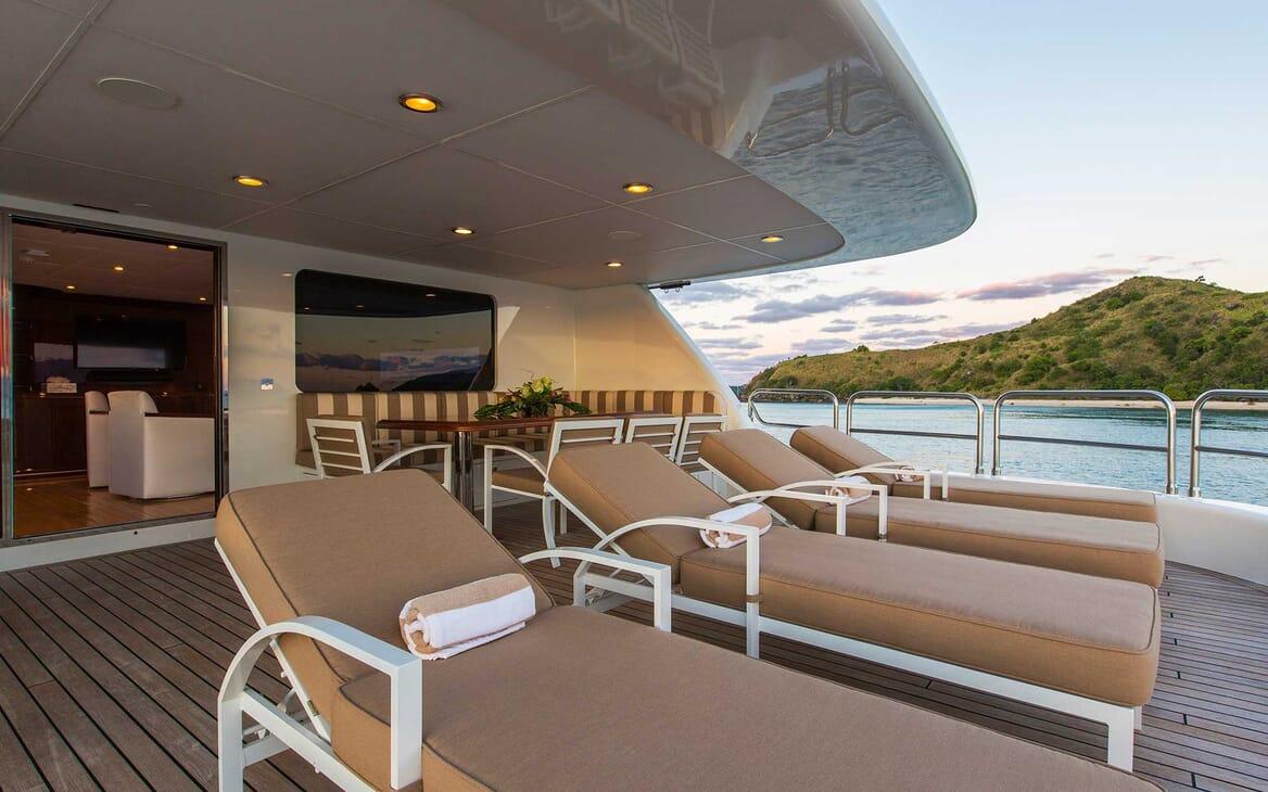 Motor Yacht Silentworld sun loungers
