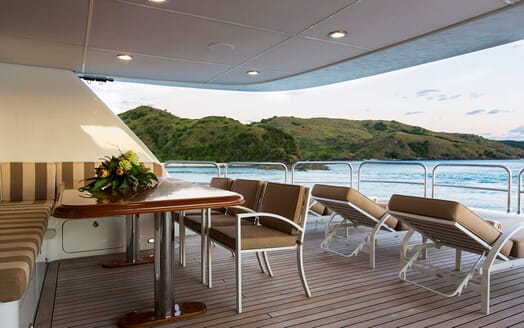 Motor Yacht Silentworld seating area