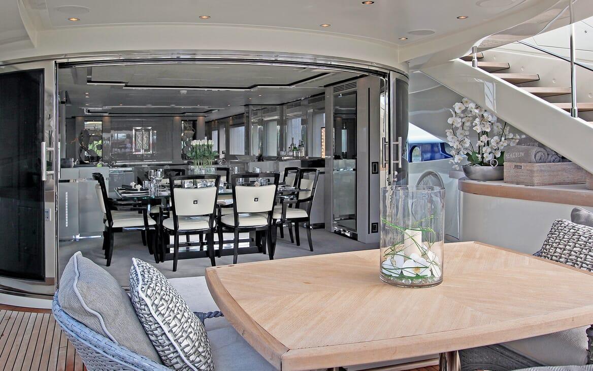Motor Yacht Sealyon living area