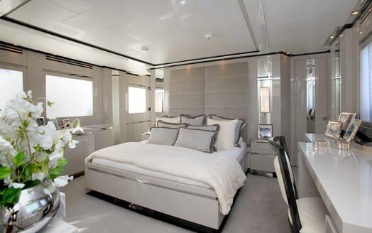 Motor Yacht Sealyon VIP cabin