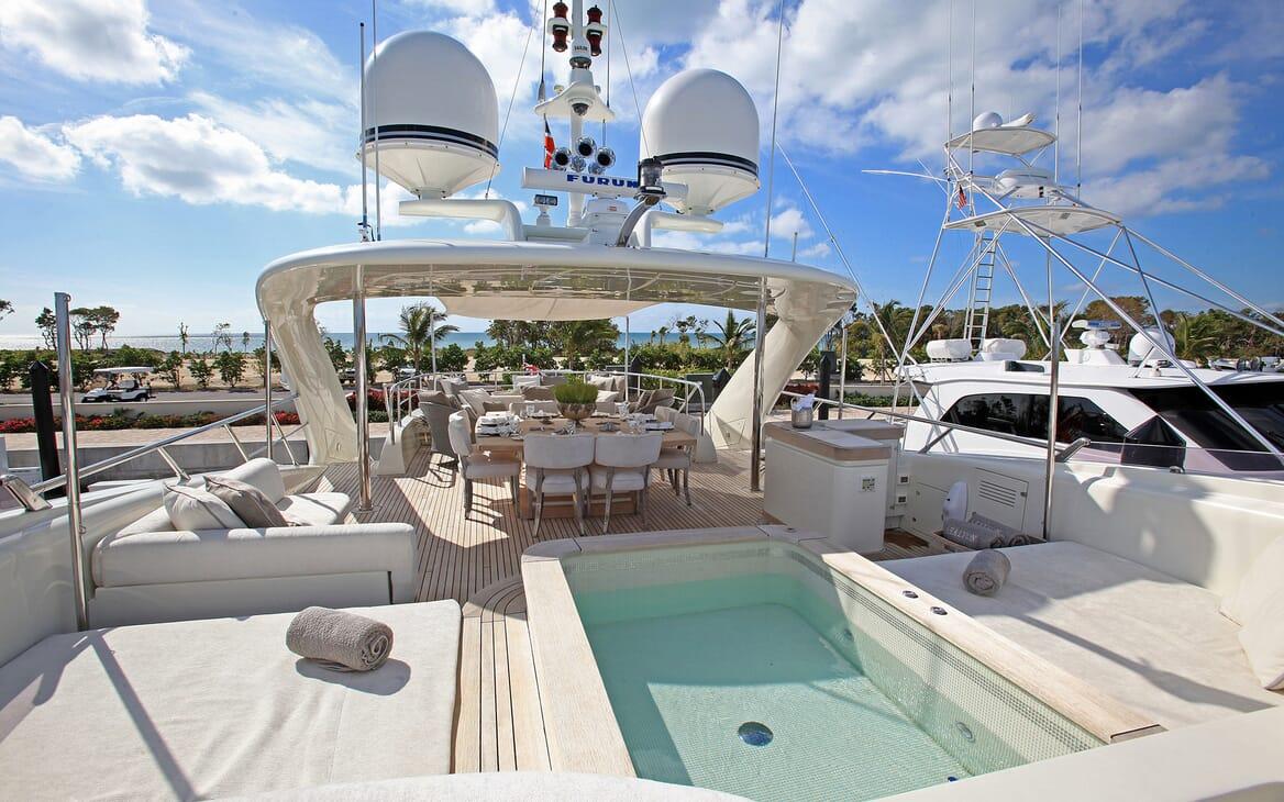 Motor Yacht Sealyon hot tub