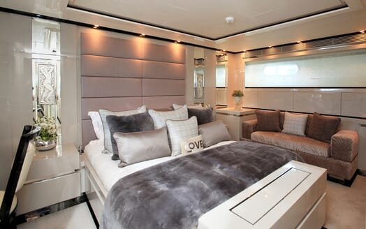 Motor Yacht Sealyon master cabin