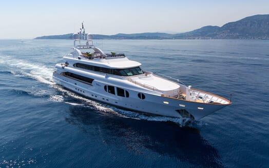 Motor Yacht BINA Running