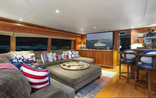 Motor yacht KIMBERLY smaller living area with large plasma TV
