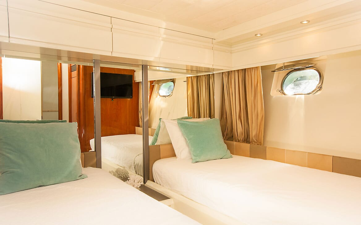 Motor Yacht WHITE FANG Twin Guest Stateroom