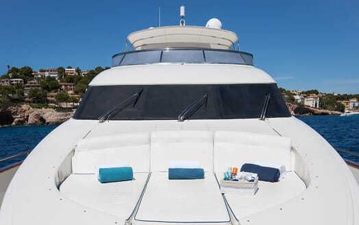 Motor Yacht WHITE FANG Bow Sun Pad