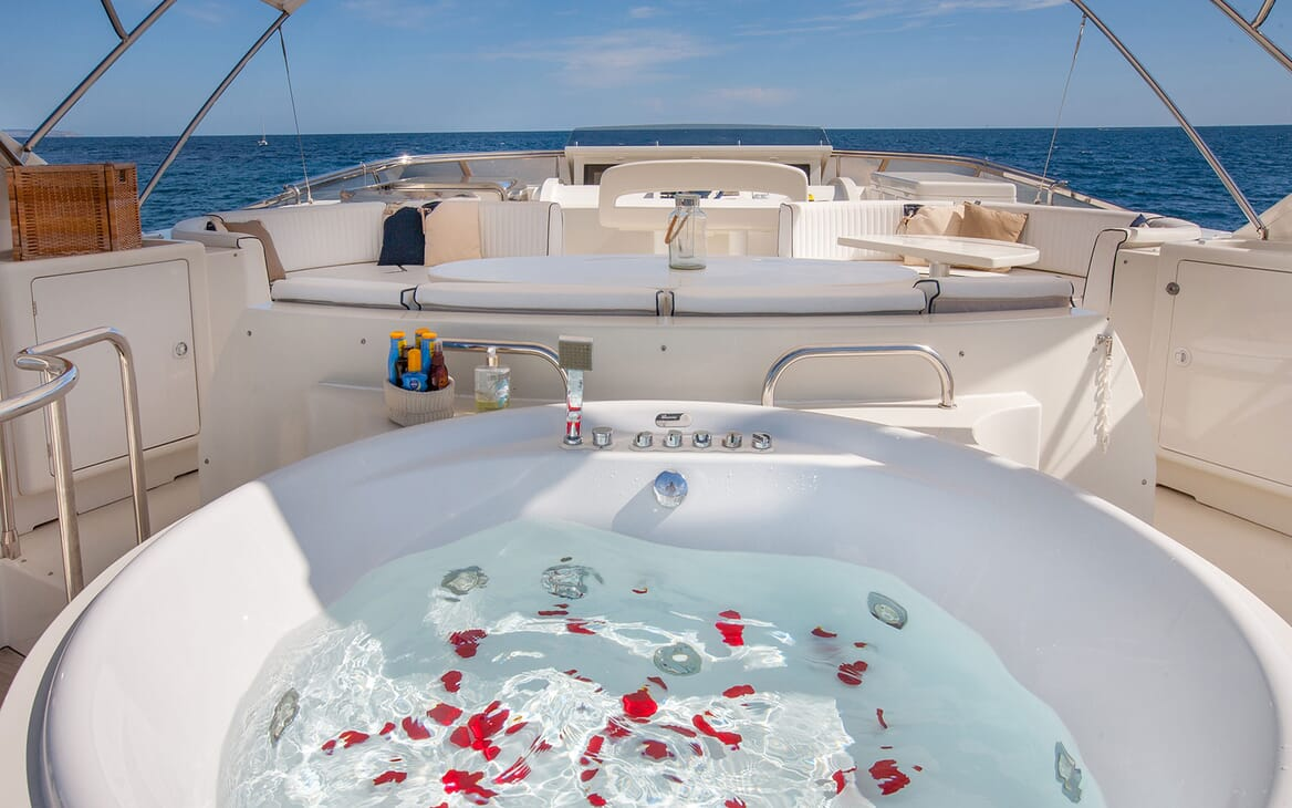 Motor Yacht WHITE FANG Sun Deck Jacuzzi