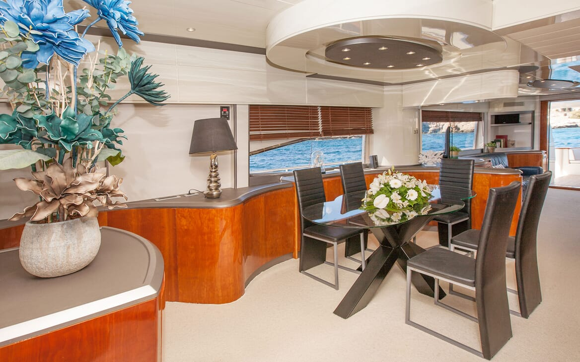 Motor Yacht WHITE FANG Dining Table