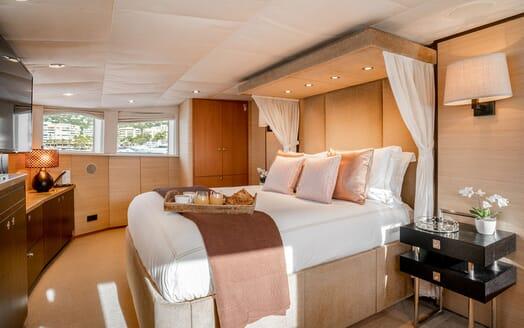 Motor Yacht ENVY Master Stateroom