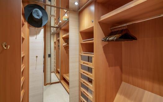 Motor Yacht ENVY Wardrobe