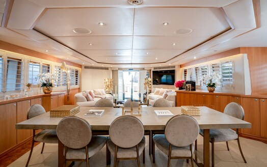 Motor Yacht ENVY Dining Table