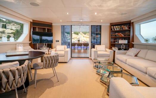 Motor Yacht ENVY Main Saloon