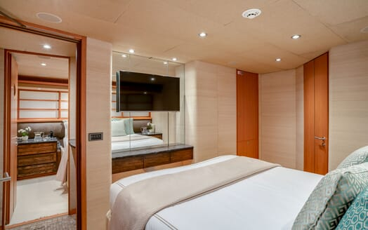Motor Yacht ENVY Guest Double Stateroom