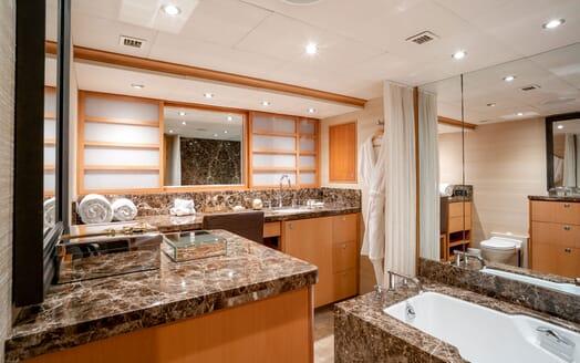 Motor Yacht ENVY Bathroom