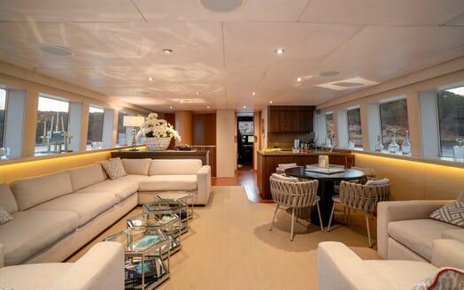 Motor Yacht ENVY Main Saloon and Bar