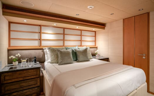 Motor Yacht ENVY Guest Stateroom