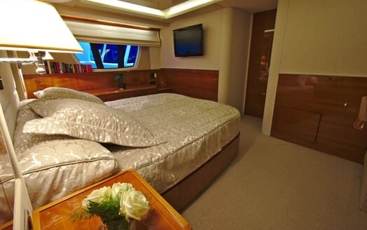 Motor Yacht Don't Ask master cabin