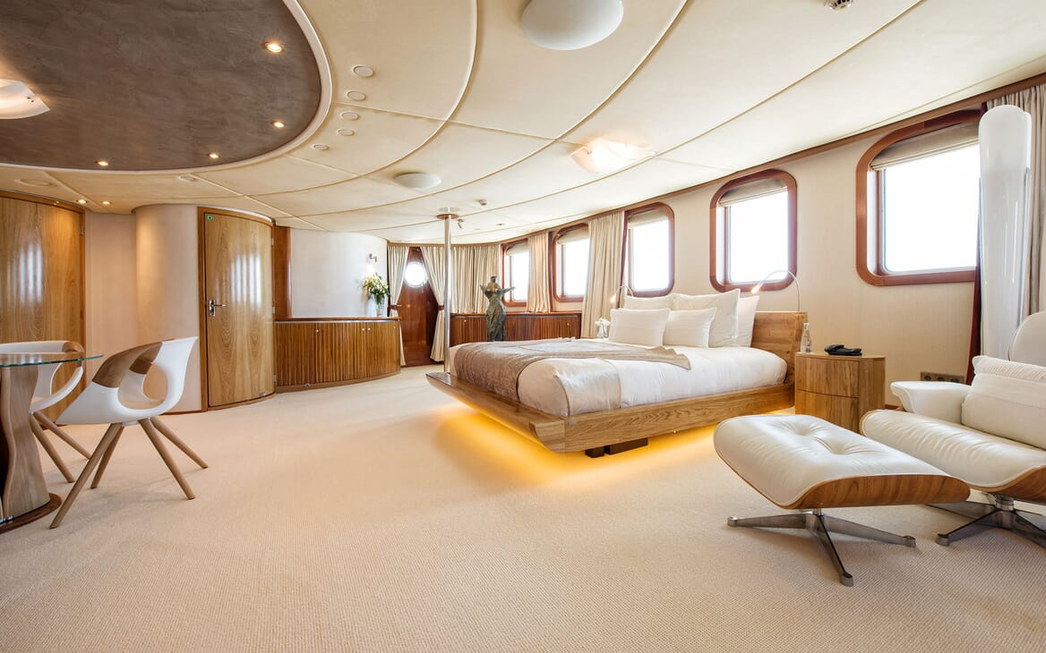 Motor Yacht SHERAKAN Master Stateroom